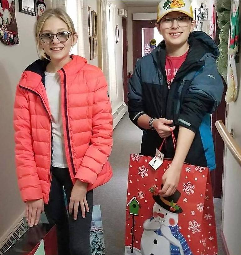 <p>CONTRIBUTED PHOTO</p><p>Kassidy and Hunter Lowe helped deliver gifts to seniors last year for the Santa&#8217;s for Seniors Queens County program.</p>