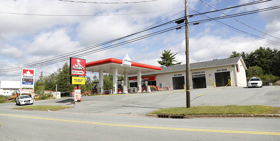 <p>BRITTANY WENTZELL PHOTO</p><p>Bridgewater Police Services on the scene of an alleged break and enter at the Petro Canada on North Street in Bridgewater.</p>