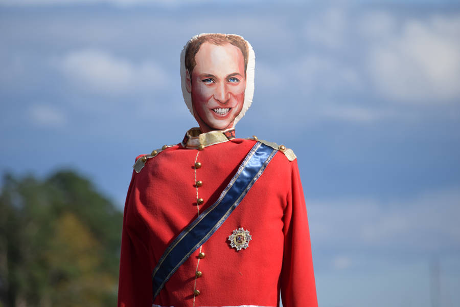 <p>Prince William graces the Town of Mahone Bay.</p>