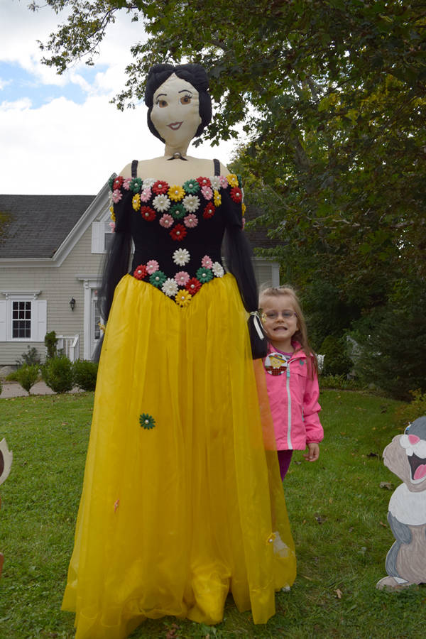 <p>Arielle Gear-Masters, 4, takes a picture with Snow White.</p>