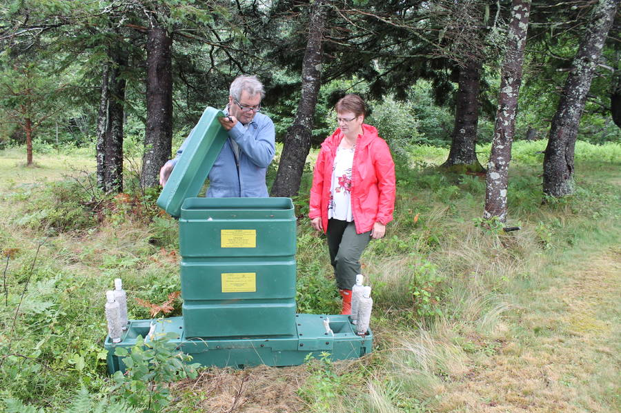 <p>Contributed photo</p><p>Robbin Lindsay shows one of the deer bait stations to MODL Mayor Carolyn Bolivar-Getson.</p>